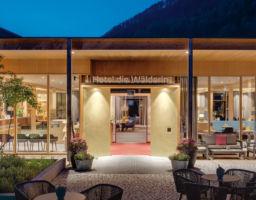 Hotel die Wälderin - Leuchtende Hotel Fotografie von T. Haberland
